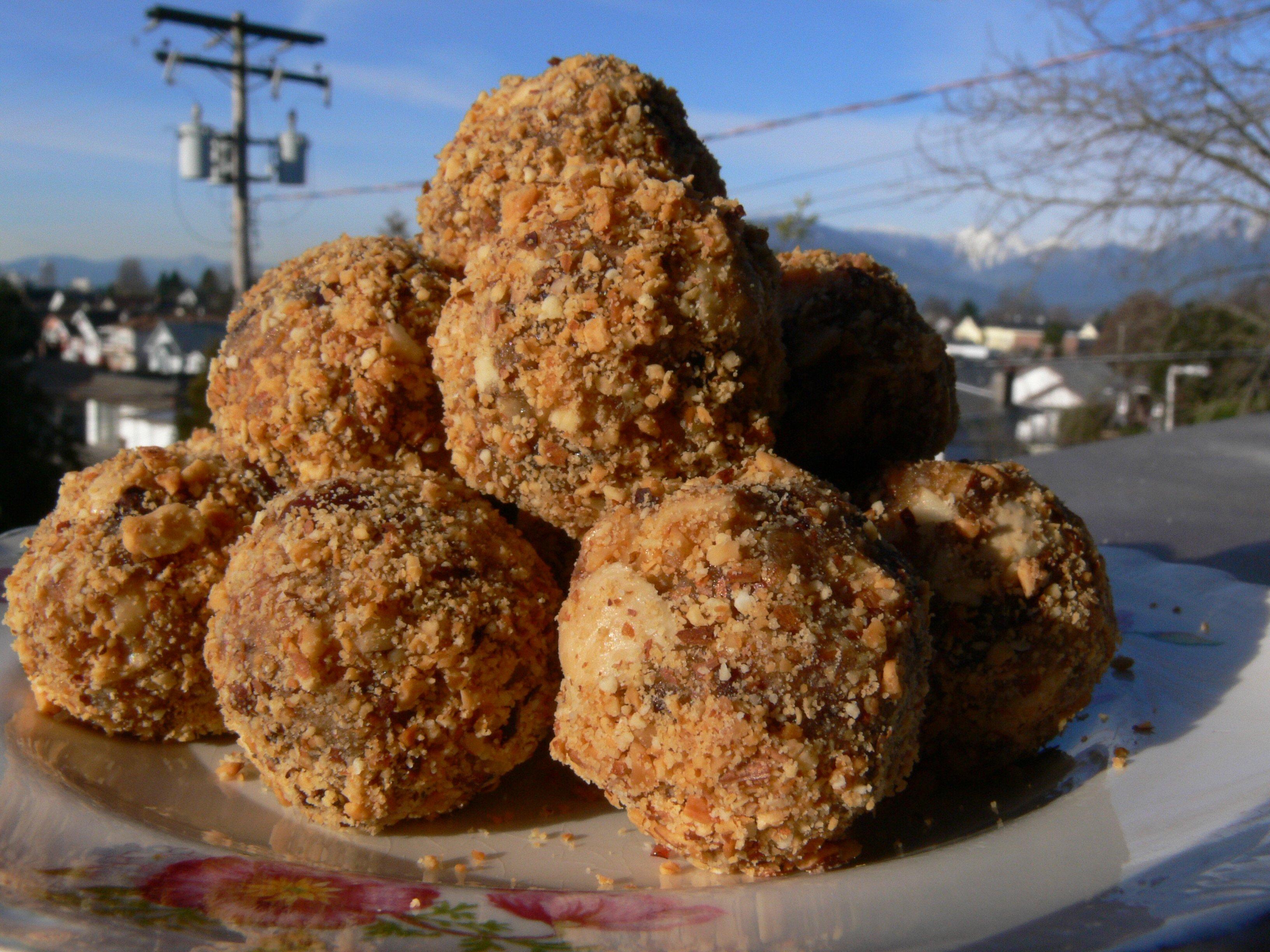 hazelnut truffles :: Hella Delicious
