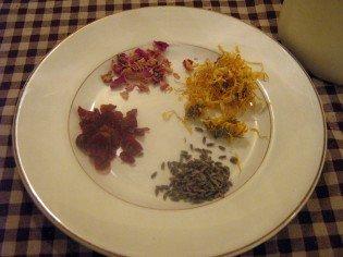 3 calendula, rosehips, lavender, rosepetals